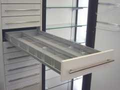 Συρτάρι με καθαρό μήκος ένα μέτρο.